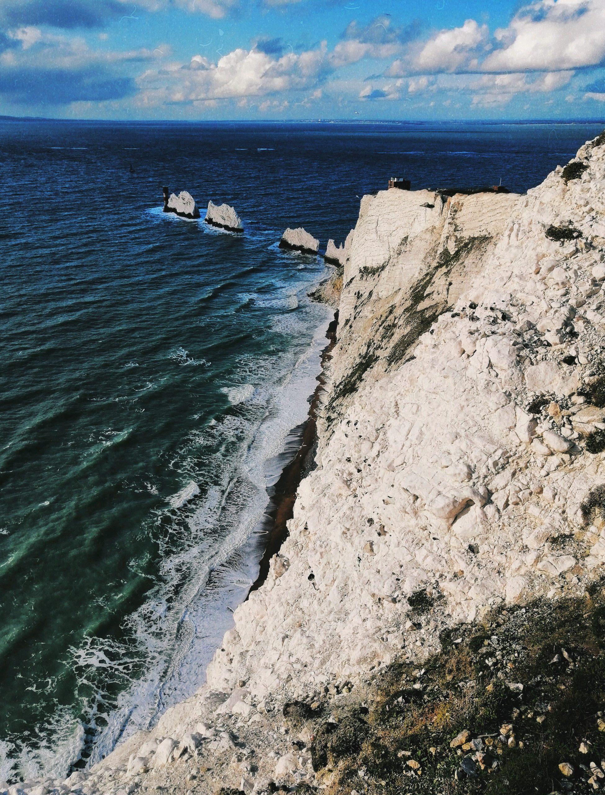 Един от проектите се проведе на едно от най-красивите места, на които съм била - Isle of Wight, Англия. Хостелът се намираше на 45 минути пеша от тези гледки. (The Needles, Alum Bay)