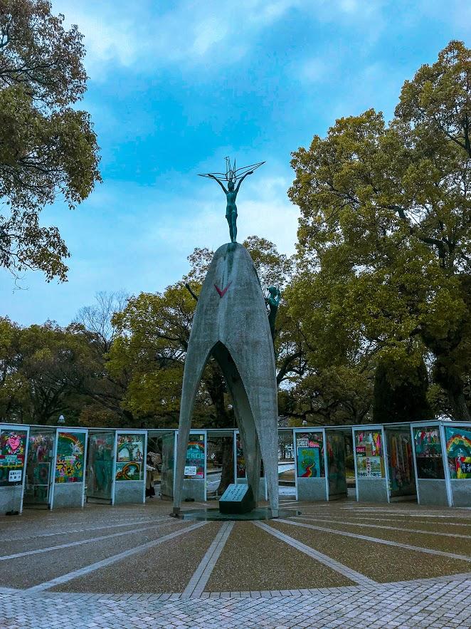 Паметникът на Садако